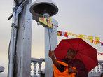 На самом верху горы стоит храм, куда приезжают паломники четырёх религий