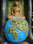 Будда и шар земной