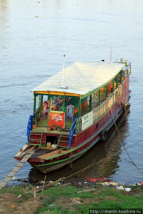 Прогулочное судно на Меконге
