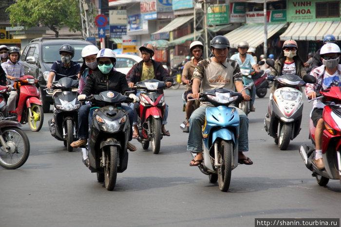 Мотоциклисты на улице Хошимина