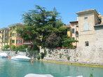 Сермионе расположен на берегу самого чистого и самого большого озера Италии — озера Гарда.