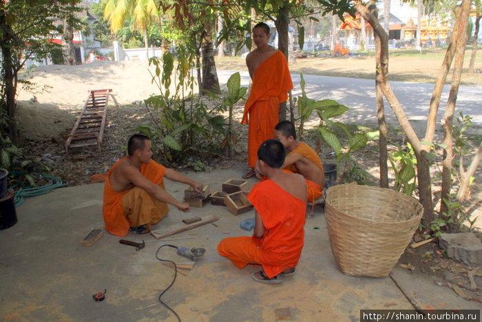 Монахи тоже работают — то