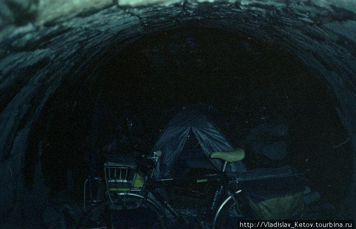 Ночёвка в укрытии — под мостом