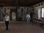 Одна часть замка отдана под музей средневекового оружия