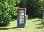 Телефонные будки тут есть даже в окрестных лесах. Австрия.