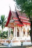 Типичный тайский храм с островерхой крышей
