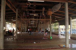 После окончания церемонии в храме опять пусто