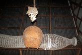 Корзина и ловушка для рыбы — под потолком храма