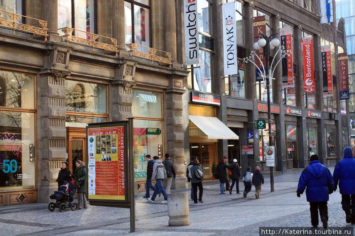 Улица Прикоп, слева от Вацлавской площади, если стоять спиной к магазину