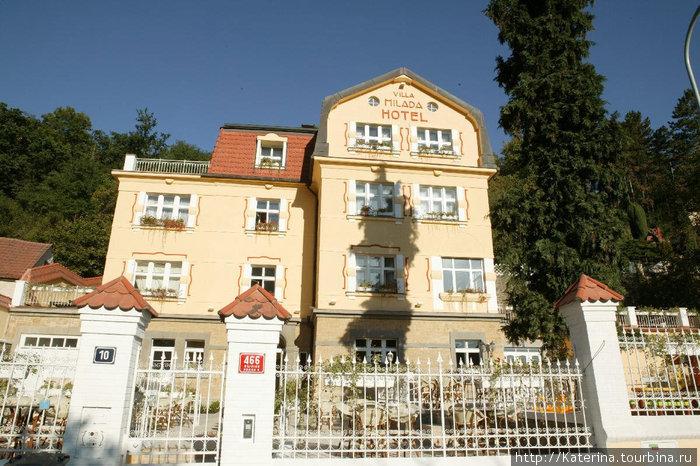 Недавно отреставрированная вилла Милада сейчас стала отелем. Здание было построено чешским архитектором для его дочери Милады в 1920 году.