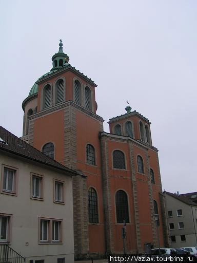 Башни собора; купол, увы, не поместился в кадре