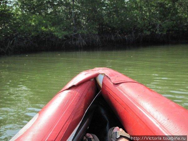 Может в берег вделан магнит, притягивающий нашу лодку?