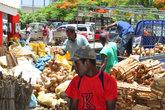 Кокосов в стране много, но в столице их продают