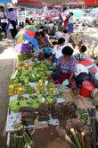 Скудный выбор для тропического острова. Никакого изобилия овощей и фруктов, как хотелось бы.