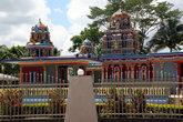 Индуистский храм на окраине Нади
