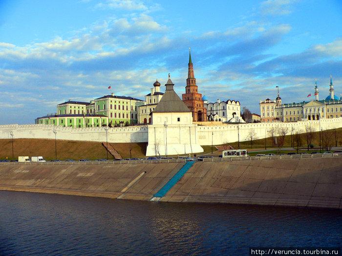 Вид с Кремлевского моста.