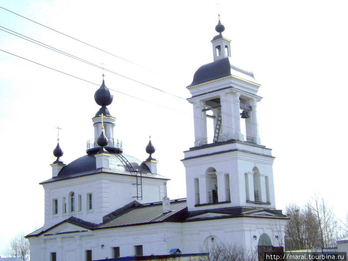 Путь к мемориалу русской славы начинается от Богородицкого храма