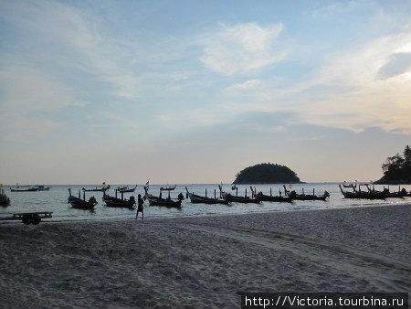 Особенно красиво на пляже Ката вечером и рано утром, когда людей еще очень мало.