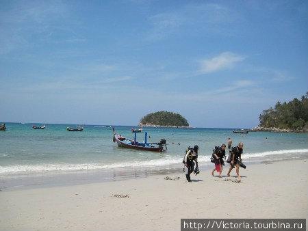 Аквалангисты — это хорошо! Их можно часто встретить на пляже Ката.