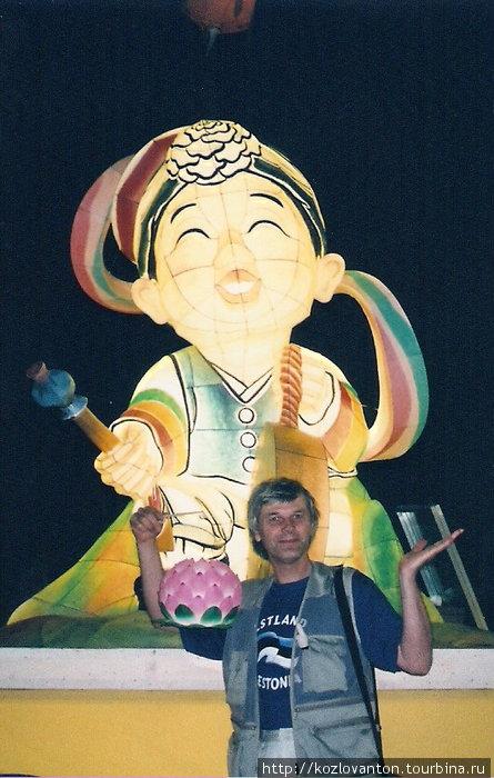 Фонарь Лотос — мой трофей после ночной демонстрации. Сеул, Республика Корея