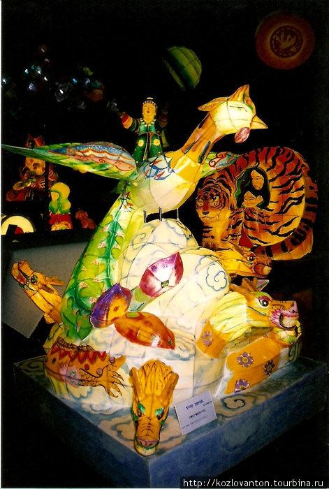 Выставка фонариков и светящихся скульптур в храме Понъынса.
