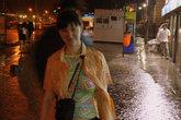 Надо бы куда спрятаться от дождя, поливает не по детски