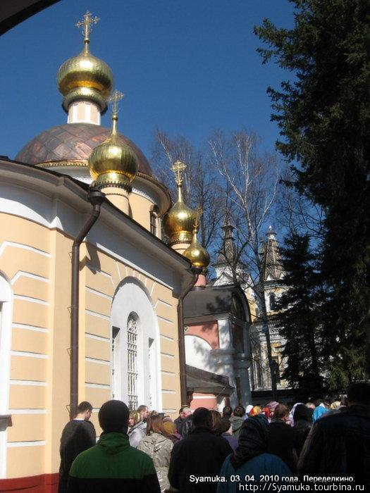 При Баде-Колычеве были устроены малые главы над основным объёмом храма.