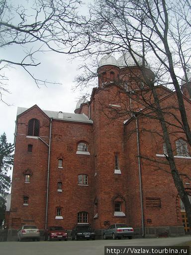 Основное здание церкви