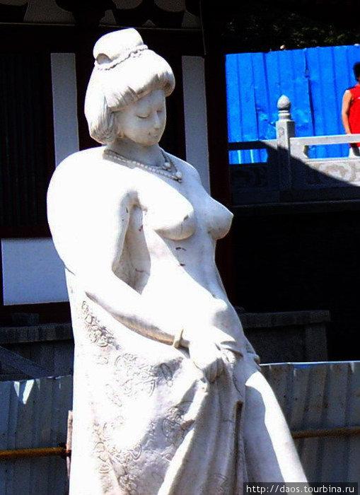 Памятник Ян Гуйфэй