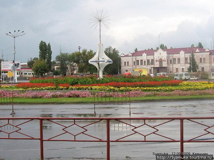 Фестиваль закончился к трем часам дня и площадь перед вокзалом была убрана в считанные минуты.