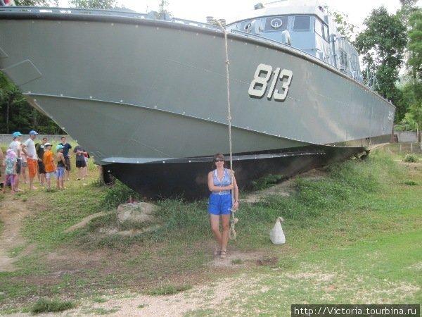 Корабль-музей. При желании вы можете забраться на палубу.