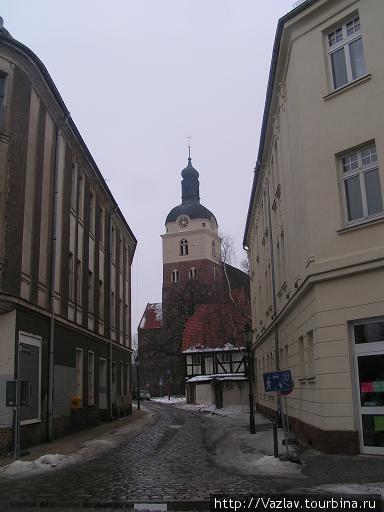 Церковь издалече