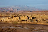 Дорога к Айт-Бен-Хадду идет вдоль ущелья, ещё при подъезде много красоты. )