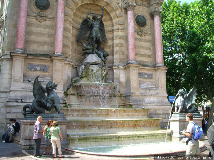Один из многочисленных фонтанов.