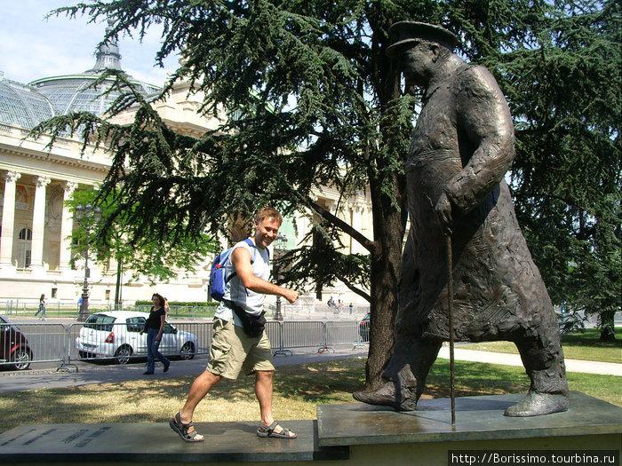 Памятник Черчилю (мы почему-то движемся встречными курсами :-).