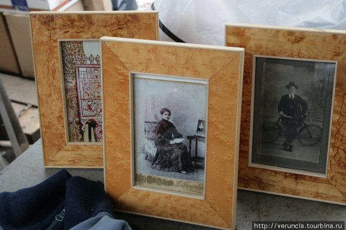 Старые фотографии на Блошином рынке.