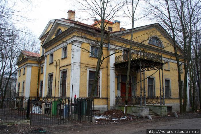 Дворянская усадьба Орловых-Денисовых 1830 года на Главной улице Коломяг.