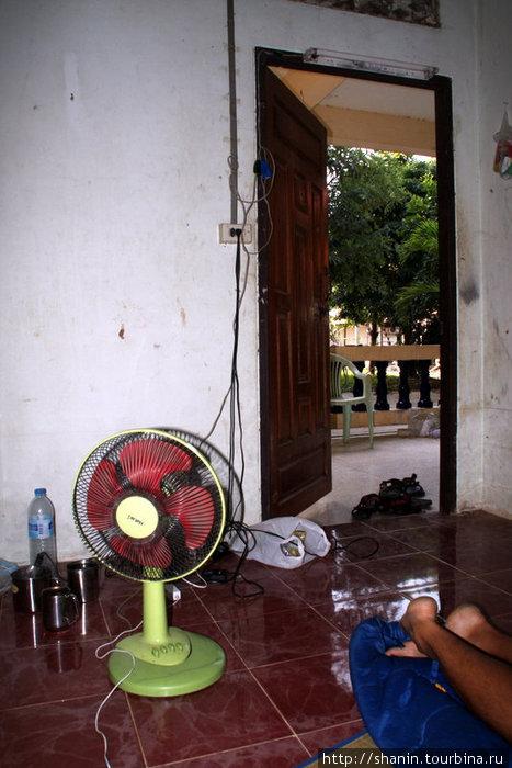 В монашеской келье в монастыре в Сукхотае
