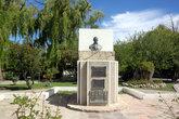 Памятник генералу