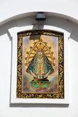 Икона Девы Марии на стене церкви