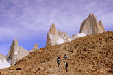 Выглядывающая из-за горы вершина