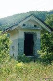 Бывший японский школьный павильон, ныне туалет