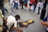 Рисунок Моны Лизы на асфальте