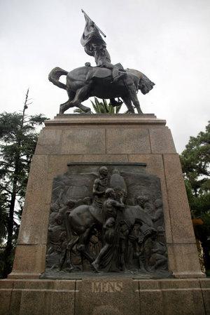 Памятник генералу Бельграно на центральной площади города Сан-Сальвадор-де-Хухуй