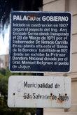 Табличка на площади перед губернаторским дворцом