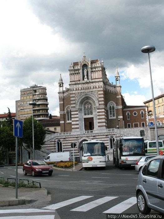 Церковь Матери Лурдской