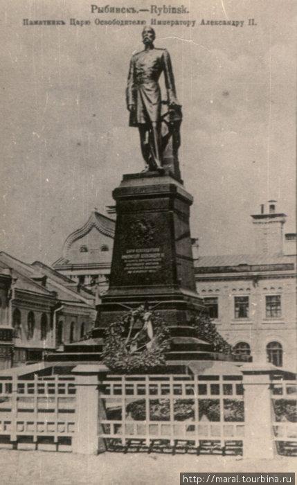 Вот так изначально выглядел памятник на Красной площади в Рыбинске