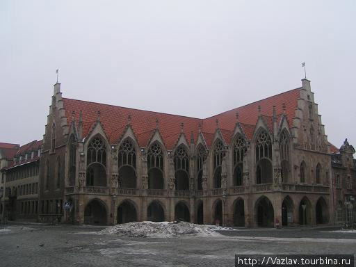 Здание ратуши с угла