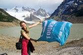Ирина Протасова с флагом Турбины в аргентинских Андах