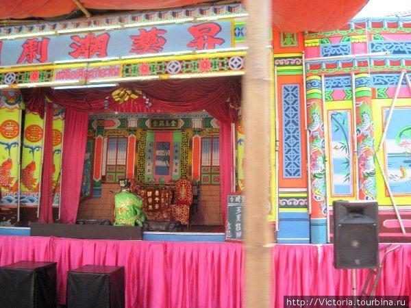 Открытый театр в китайском квартале